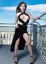 Skyscraper Sex Goddess Kylie Maria will Make your Cock Rise