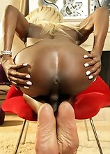 Black tgirl Kendall Dreams has an amazing body, big tits and a superb booty! Watch this tgirl jacking her cock and shaking her bubble butt!