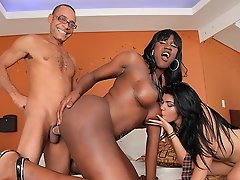 Hardcore threesome action with Yaiza, Paris and Ramon!