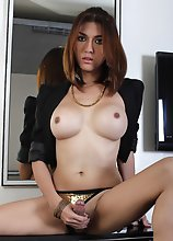 Gorgeous TS Sapphire Young shows her Nude Body